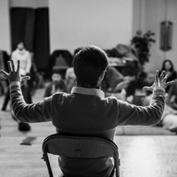 Poétiques de la voix et espaces sonores : la musicalité et la choralité comme bases de la pratique théâtrale